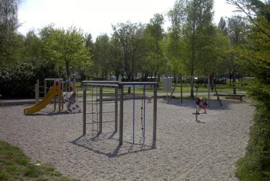 jeux pour enfants / play area